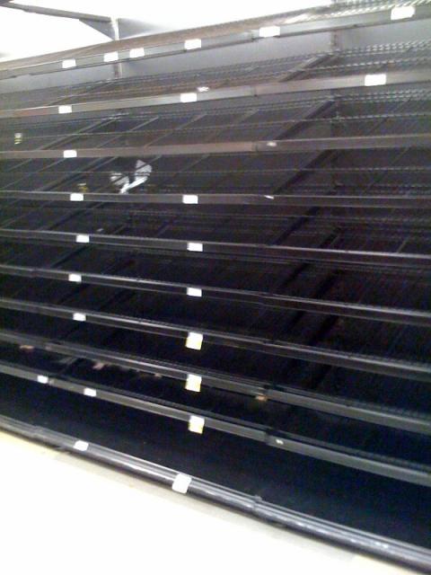 hurricane-ike-store-shelves